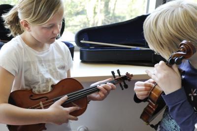 Foto zur Meldung: Preisgünstige Jahreskurse in Ukulele, Trompete, Querflöte und Violine