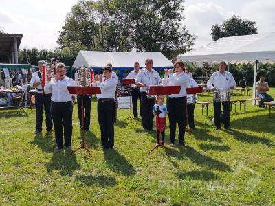 Der Pritzwalker Spielmannszug eröffnete das Jubiläumsfest im Beveringer Gemeindeteil Streckenthin. Foto: Beate Vogel