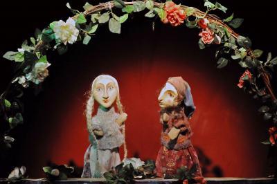 """Märchen-Montag: """"Schneeweißchen und Rosenrot"""" mit dem Ateliertheater Erfurt am neuen thüringer Feiertag & Schlösser-Kindertag: 20. September um 11 Uhr"""