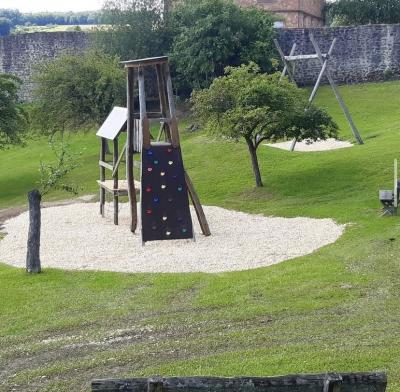 Foto zur Meldung: Weitere Baumaßnahme auf dem Mehrgenerationenspielplatz in Ortenberg