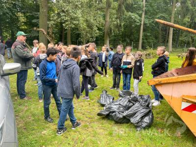 Die Schülerinnen und Schüler der Pritzwalker Quandtschule fanden bei der Aktion Cleanup Day einen Kubikmeter Müll im Wald. Foto: Jenny Miersch