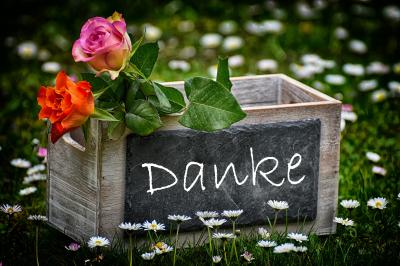 """Bild Rosen in Holzkiste mit Aufdruck """"Danke"""", Quelle: Bild von Here and now, unfortunately, ends my journey on Pixabay auf Pixabay"""