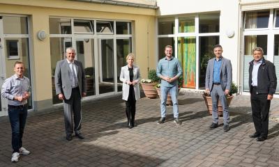 v. l. n. r.: Janick Schmitz (Büro Horstmann), Guido Wernert (KHDS-Geschäftsführer), MdL Lana Horstmann, Martin Diedenhofen (Bundestagskandidat SPD), Jörg Geenen (stv. KHDS-Geschäftsführer) und Dr. med. Reinhold Ostwald (Ärztlicher Direktor des KHDS)