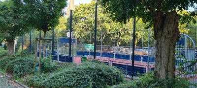 Foto zur Meldung: Hängebrücke, Ballfangzaun und Pedalen Fitnessgeräte im Emscherpark