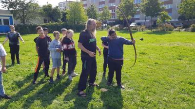 Teamwork mit der Wildnishöhle / Wissensbude