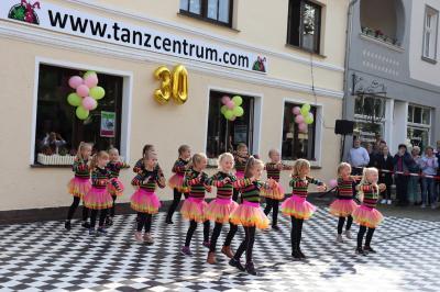 Zum Jubiläum gab es ein abwechslungsreiches Programm von den kleinen Tanzmäusen bis hin zur ü50-Tanzgruppe I Foto: F.Lenz