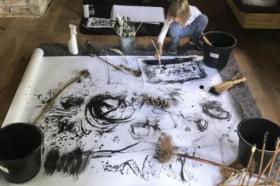 Die Kinder-Kunst-Akademie bietet Kunst zum Mitmachen in den Herbstferien an. Foto: PR