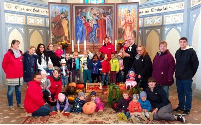 Kita-Kinder in der Niemegker Kirche; Fotos: Ines Maager