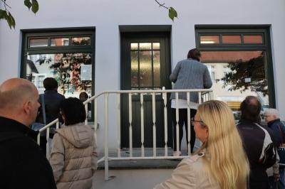 """Noch bis 8. Oktobe: Ausstellung """"Wir sind das junge Museum"""" im Schaufenster der Stadtbibliothek"""