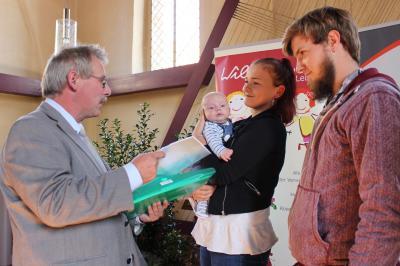 1000. Kind erhielt Begrüßungsgeschenk