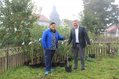 10 Fuldataler Landapfel-Bäume in Alheim gepflanzt