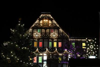 Lichterglanz und Farbenpracht - auch am Rathaus der Stadt Sontra!