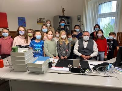 Die Klasse 4 b mit Klassenlehrerin Frau Stojanov