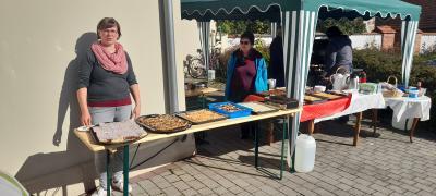 Mehr Kuchen ging nicht, Johanna Gaspers (links) und ihrem Einsatz sei dank.