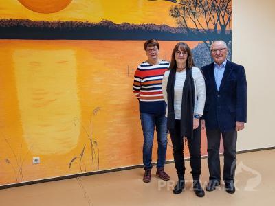 Katrin Lange staunte über die schönen Räume des SV Drehscheibe am Burgwall. Bernd Blechschmidt und Irmgart Karstein (l.) dankten der Ministerin für die Hilfe. Foto: Beate Vogel