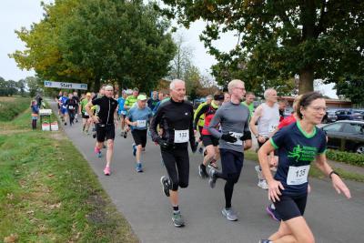Start der 5 und 10 km Läuferinnen und Läufer