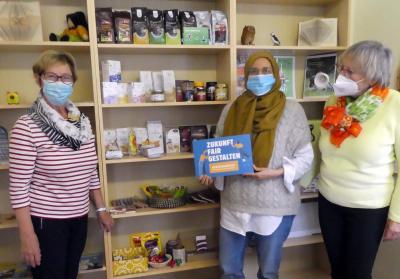 Das Team der Bücherei und Ortsvorsteherin Angela Linden-Berresheim freuen sich über das neue Angebot in Oberwinter.