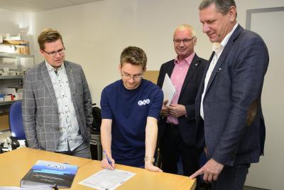Vorschaubild der Meldung: 200. Lehrvertrag für Kreishandwerkerschaft Jena/SHK unterzeichnet