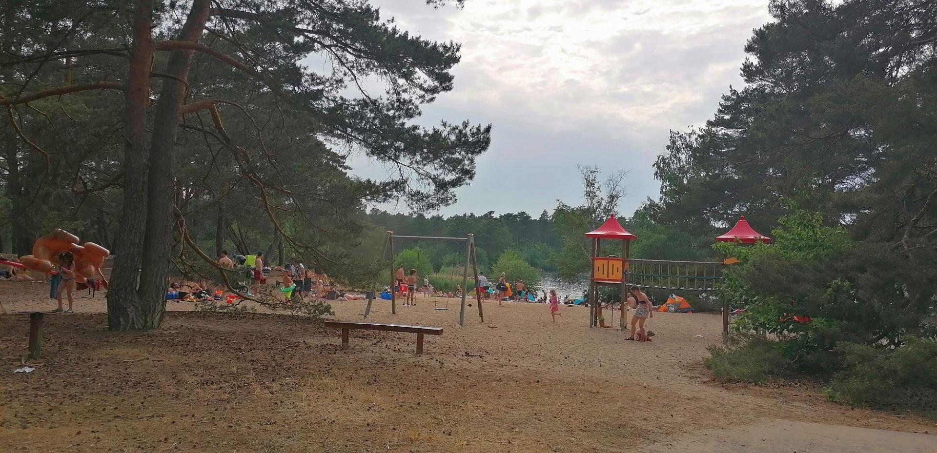Am Klein Köriser Tonsee suchen an heißen Tagen hunderte Gäste Erfrischung. Foto: Dörthe Ziemer