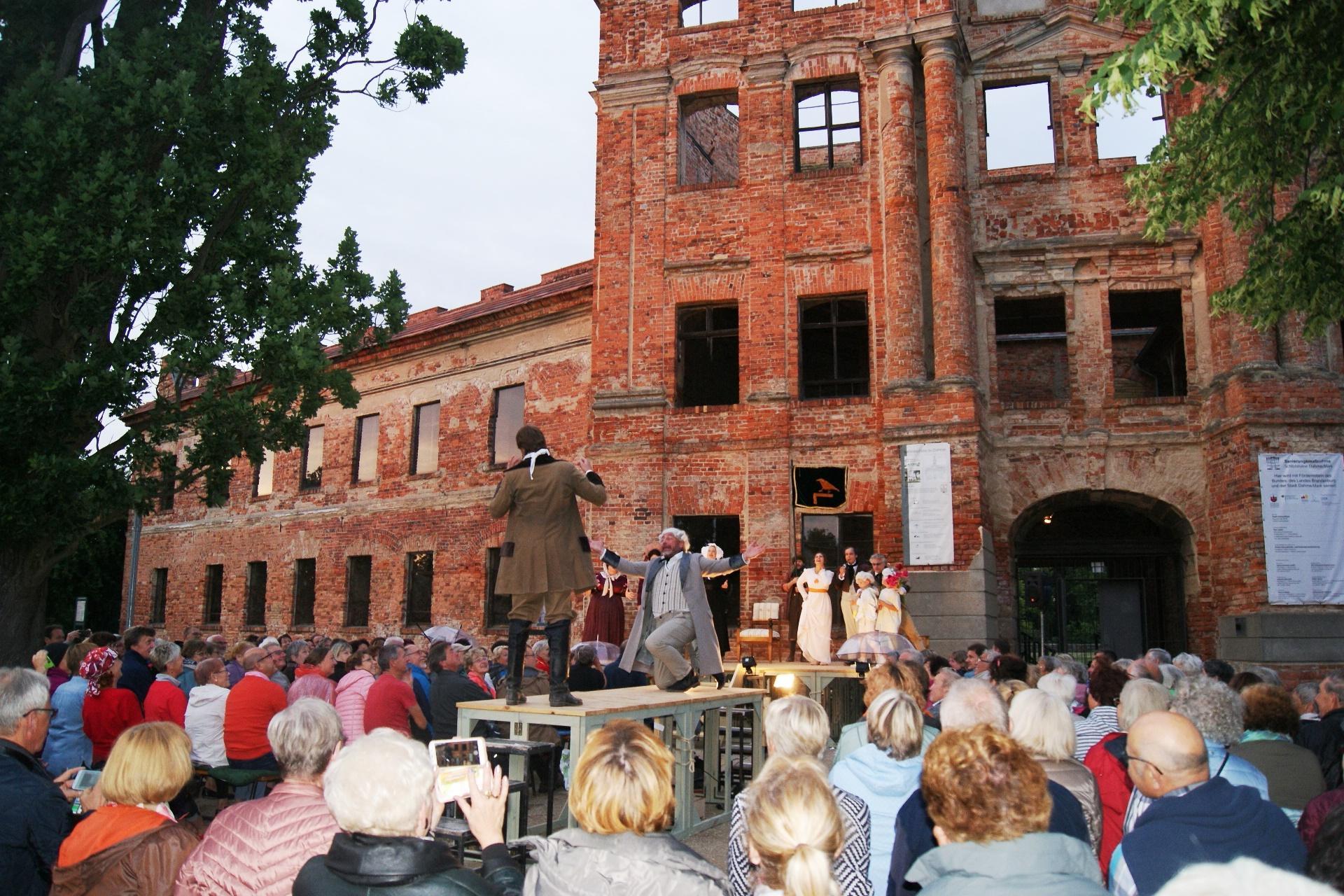 Impressionen vom Sommertheater vor der Schlossruine 2019