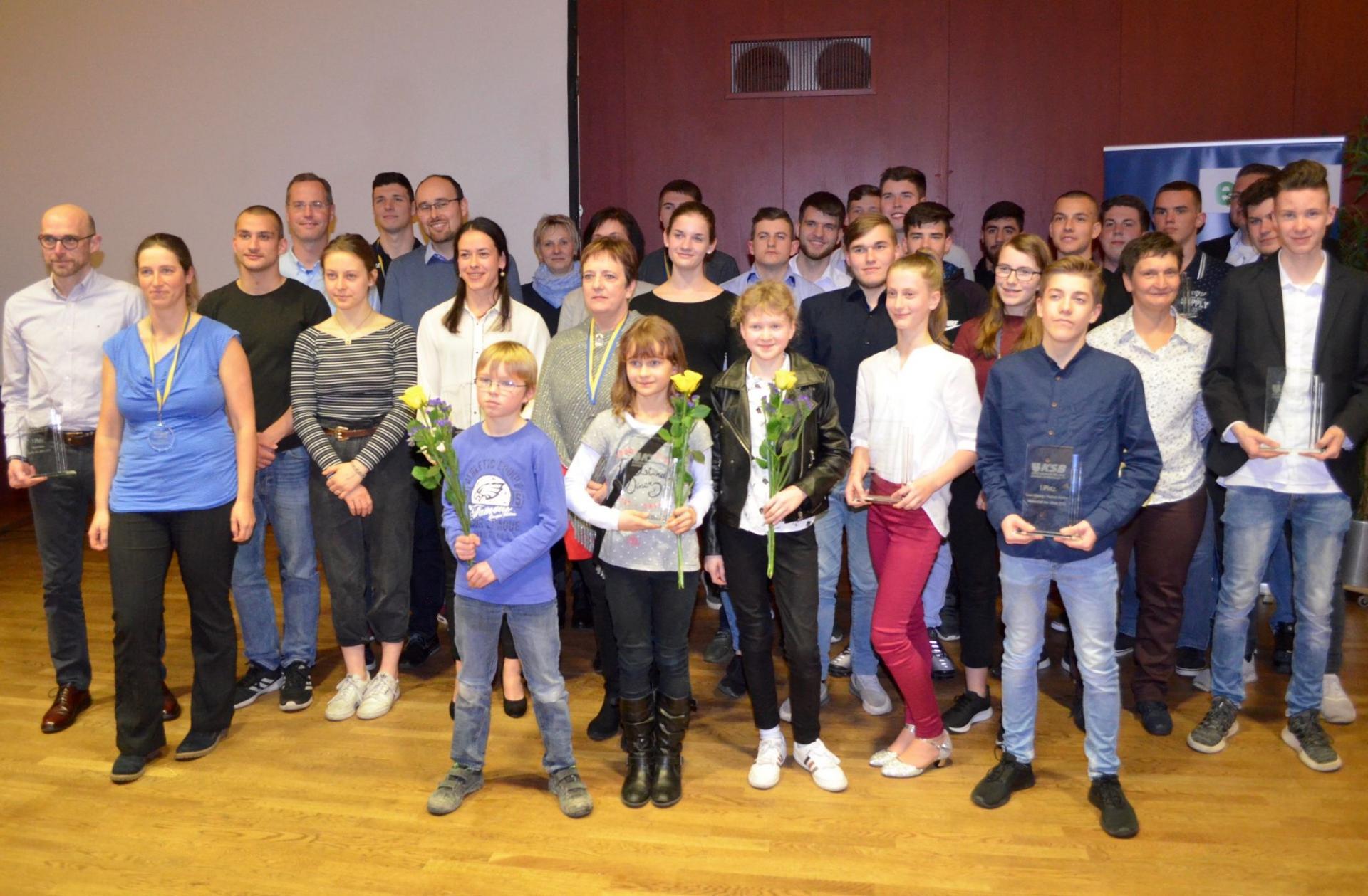 Erfolgreiche Sportler und Funktionäre des Landkreises Dahme-Spreewald. Die bisher letzte Sportlerehrung fand 2019 in Diepensee statt. Foto: Andreas Staindl