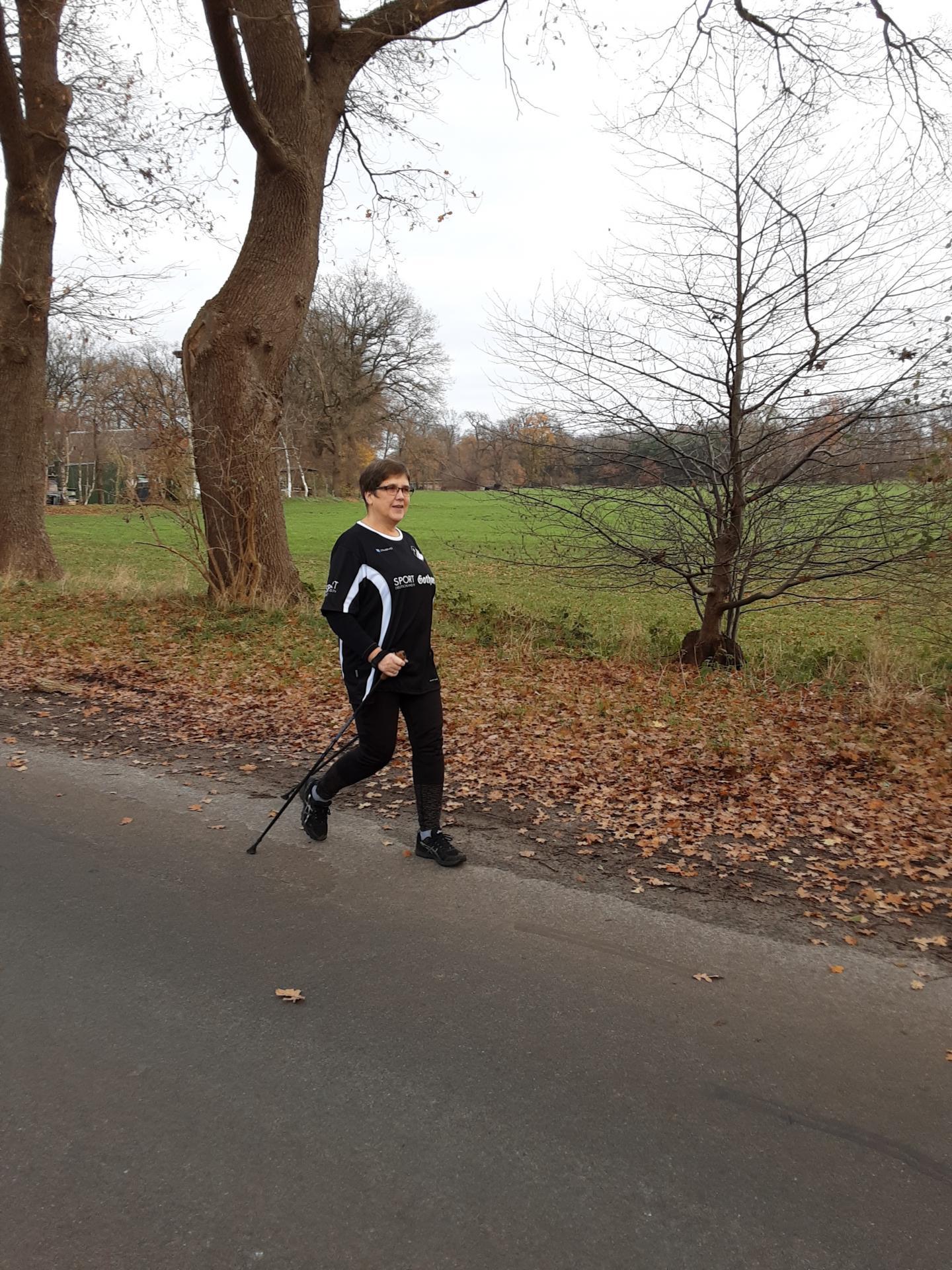 Christa Neumann beim Walken