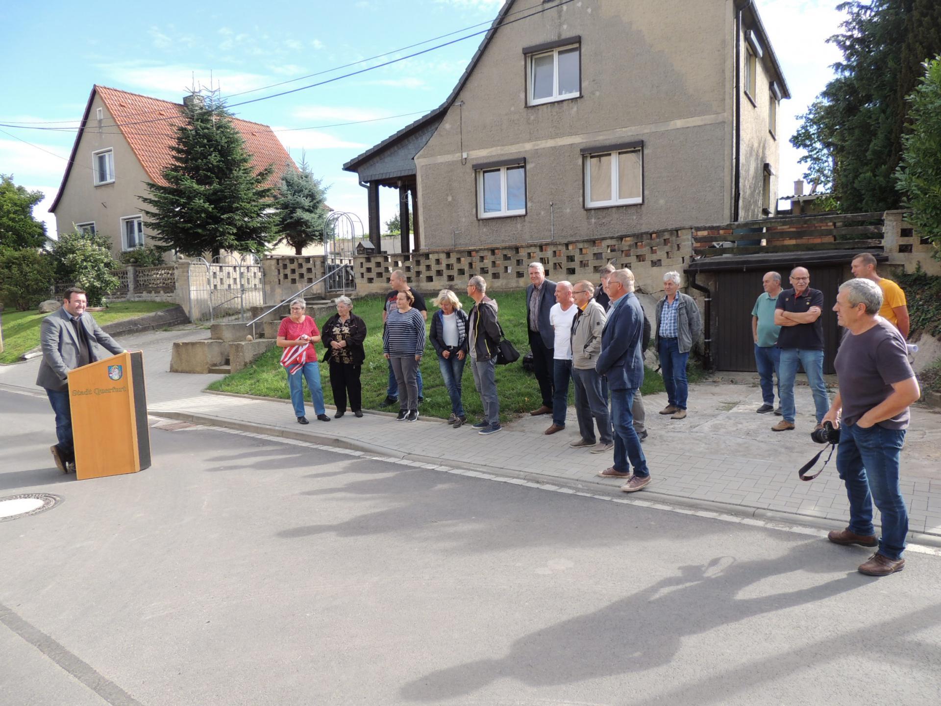 Bürgermeister Andreas Nette betonte, dass durch die laufende abwasserseitig Erschließung so wie in keinem anderen Ortsteil der Stadt in Gatterstädt investiert wird.