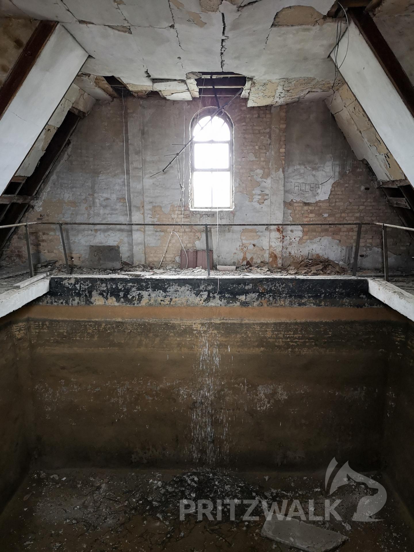 Unter dem Dach befindet sih der einstige Wassertank. Foto: Beate Vogel