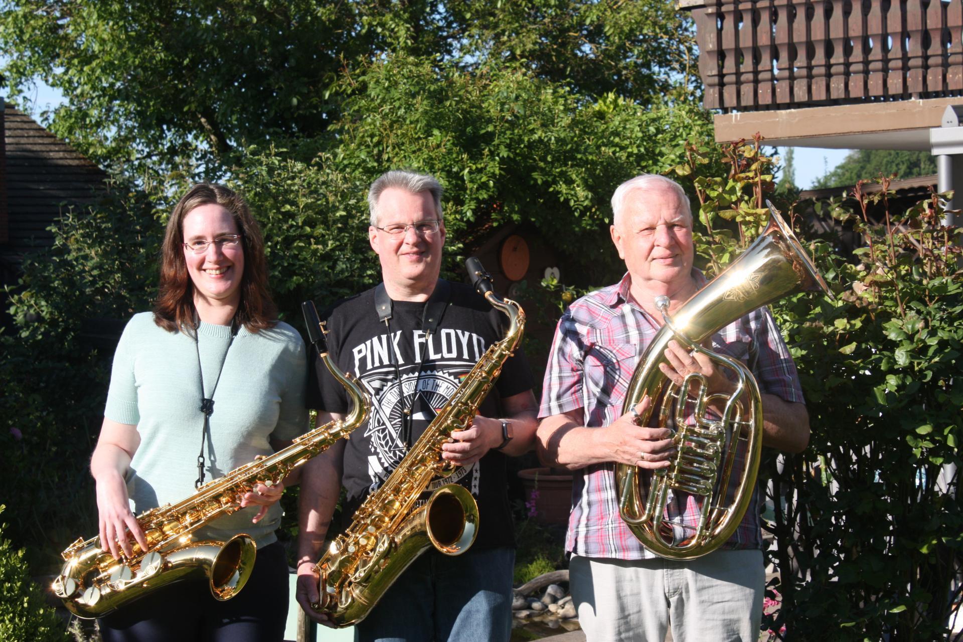 Willi Nickel (rechts) musiziert gemeinsam mit seiner Familie
