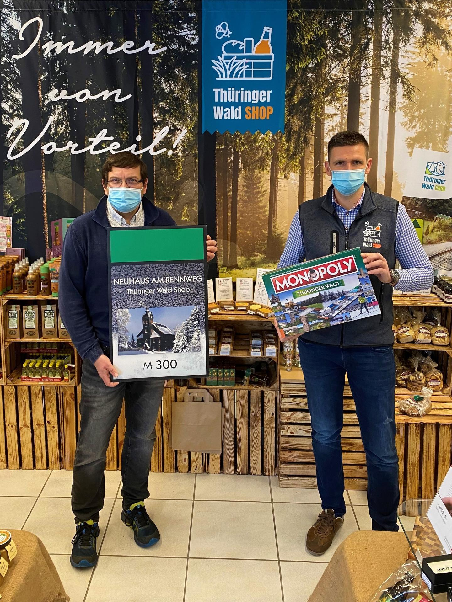 Bürgermeister Uwe Scheler und Geschäftsführer Jörg Seifert am 05.03.2021 im Thüringer Wald Shop