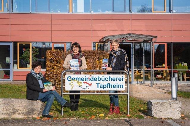 Bild 2020, das Büchereiteam Gerlinde Geiger, Martina Sailer und Gabi Pfefferer können auch privat kaum die Finger von Büchern lassen.