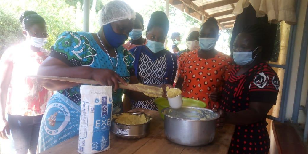 Teilnehmerinnen in Bungoma beim Kochen