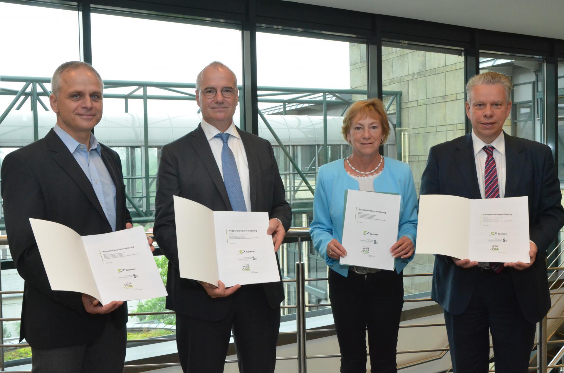 Dr.A.Klein, E.Bodendieck, A.Geyer, U.Franzen nach Unterzeichnung Kooperationsvereinbarung
