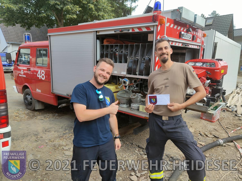 Die Spendenübergabe an die Kreuzberger Kameraden