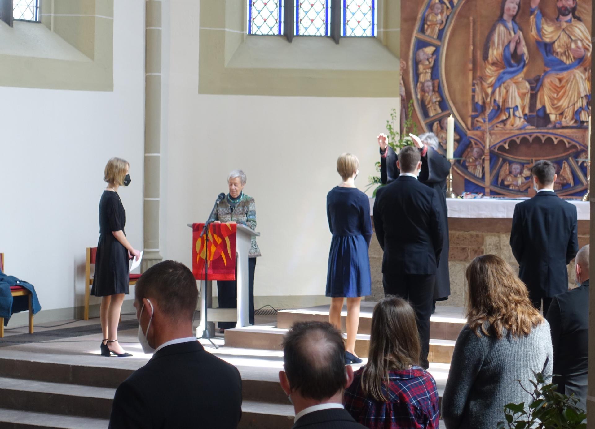 Segnung der Konfirmanden durch Pastorin Karin Gerken-Heise