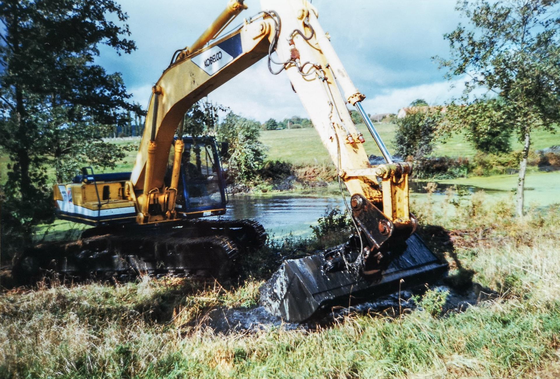 Der Wasser- und Bodenverband ließ den verschlammten Teich ausbaggern. Foto: Privat