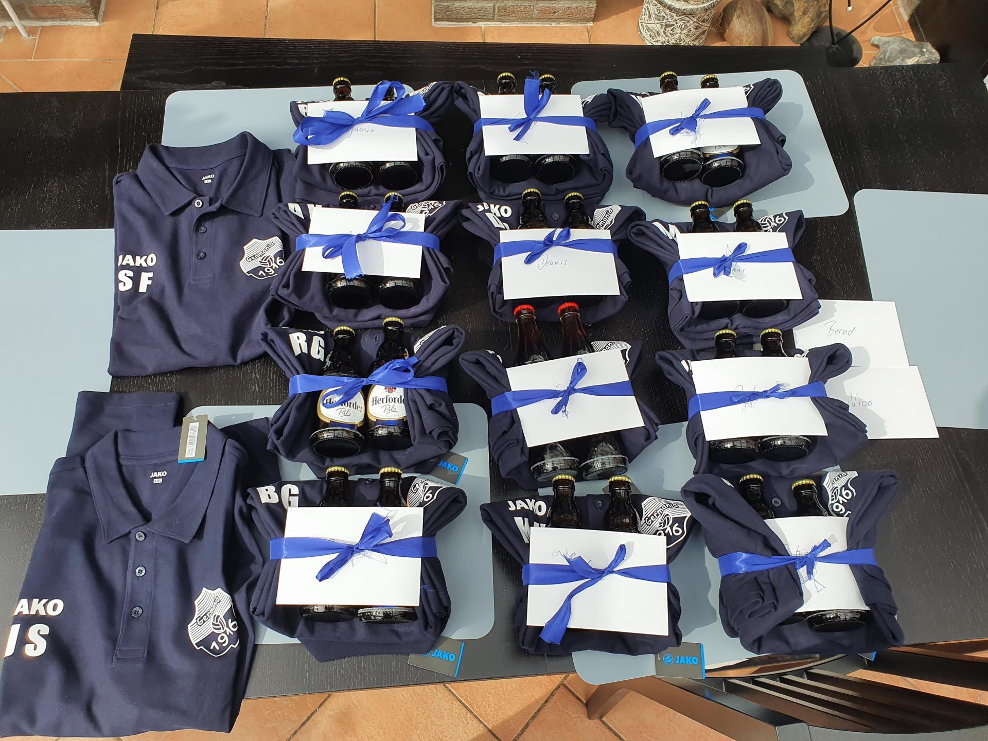 Neue Poloshirts für die Jugendabteilung