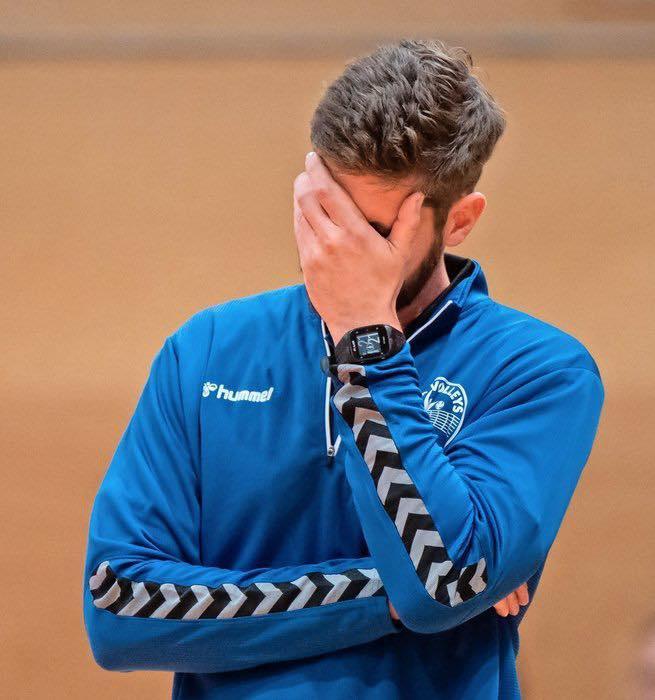 Die Körpersprache spricht Bände – Leipzigs Coach Christoph Rascher – hier: Sporthalle Brüderstraße.