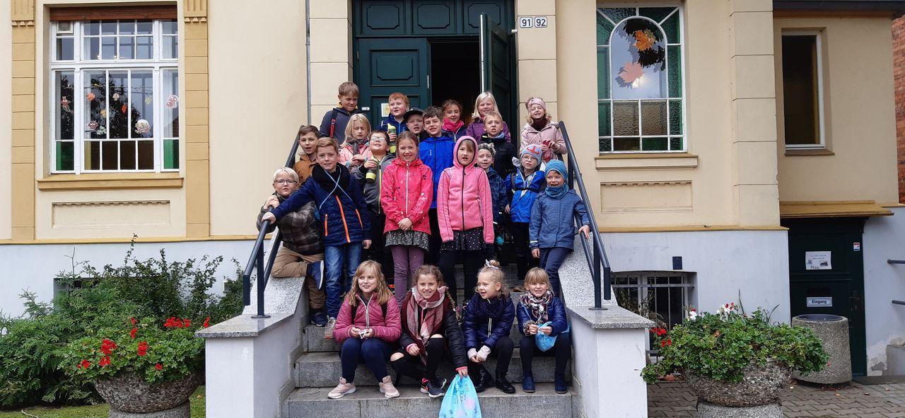 Wir bedanken uns herzlich bei den Mitarbeitern des Jugend- und Freizeitzentrums der Stadt Perleberg für die tolle Gastfreundschaft.   Die Jugendpflegerinnen der Gemeinde Karstädt Petra Betke und Marlis Mark und  Sozialarbeiterin des JNWB e.V. Karina Pielach.