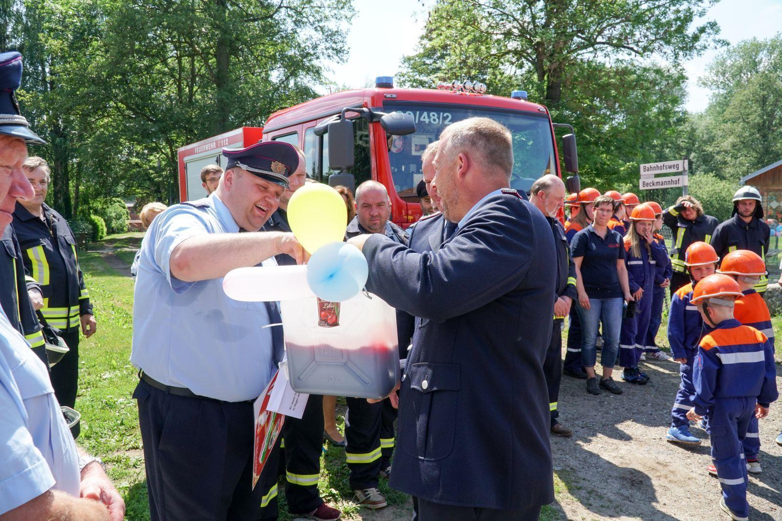 Glückwünsche überbrachte unter anderem auch Mario Bock von der Freiwilligen Feuerwehr Kemnitz