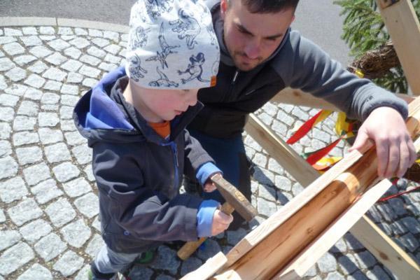 maibaumsetzen-kindergarten-zwergenland-graefenroda-gemeinde-geratal_01