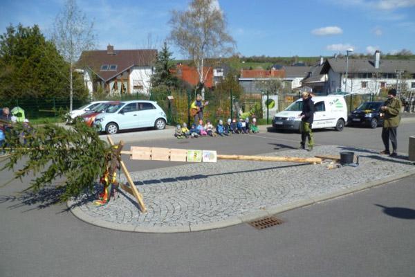 maibaumsetzen-kindergarten-zwergenland-graefenroda-gemeinde-geratal_02