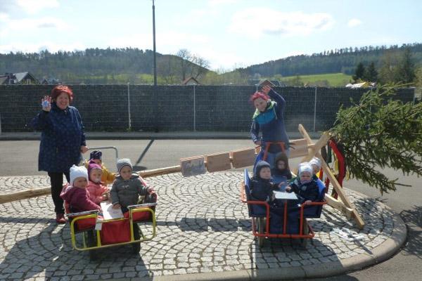 maibaumsetzen-kindergarten-zwergenland-graefenroda-gemeinde-geratal_03