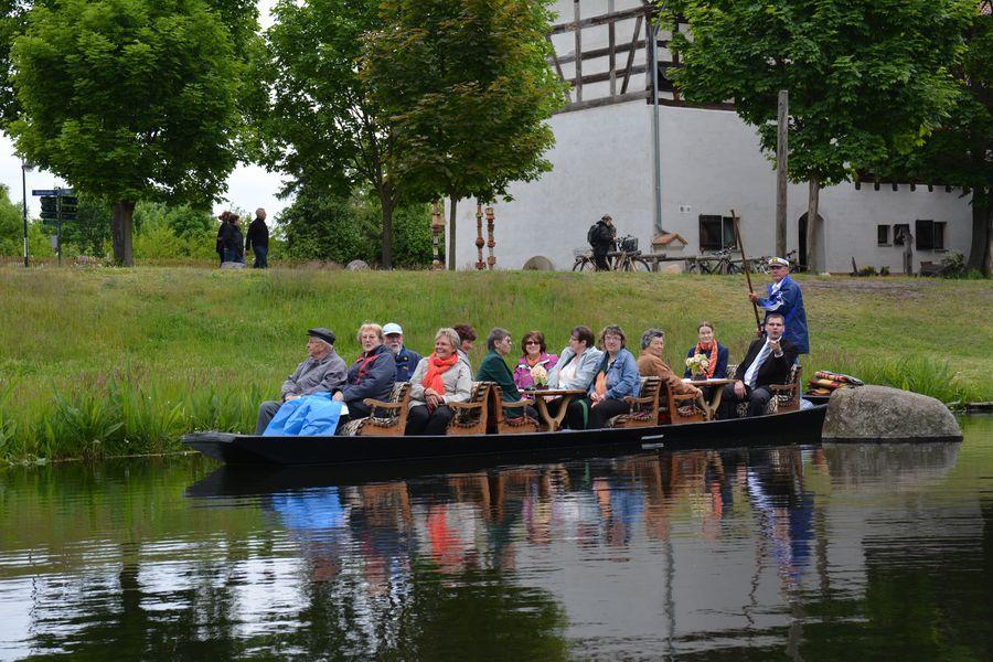 Sängerfahrt am Straupitzer Kahnfährhafen. Foto: Dörthe Ziemer