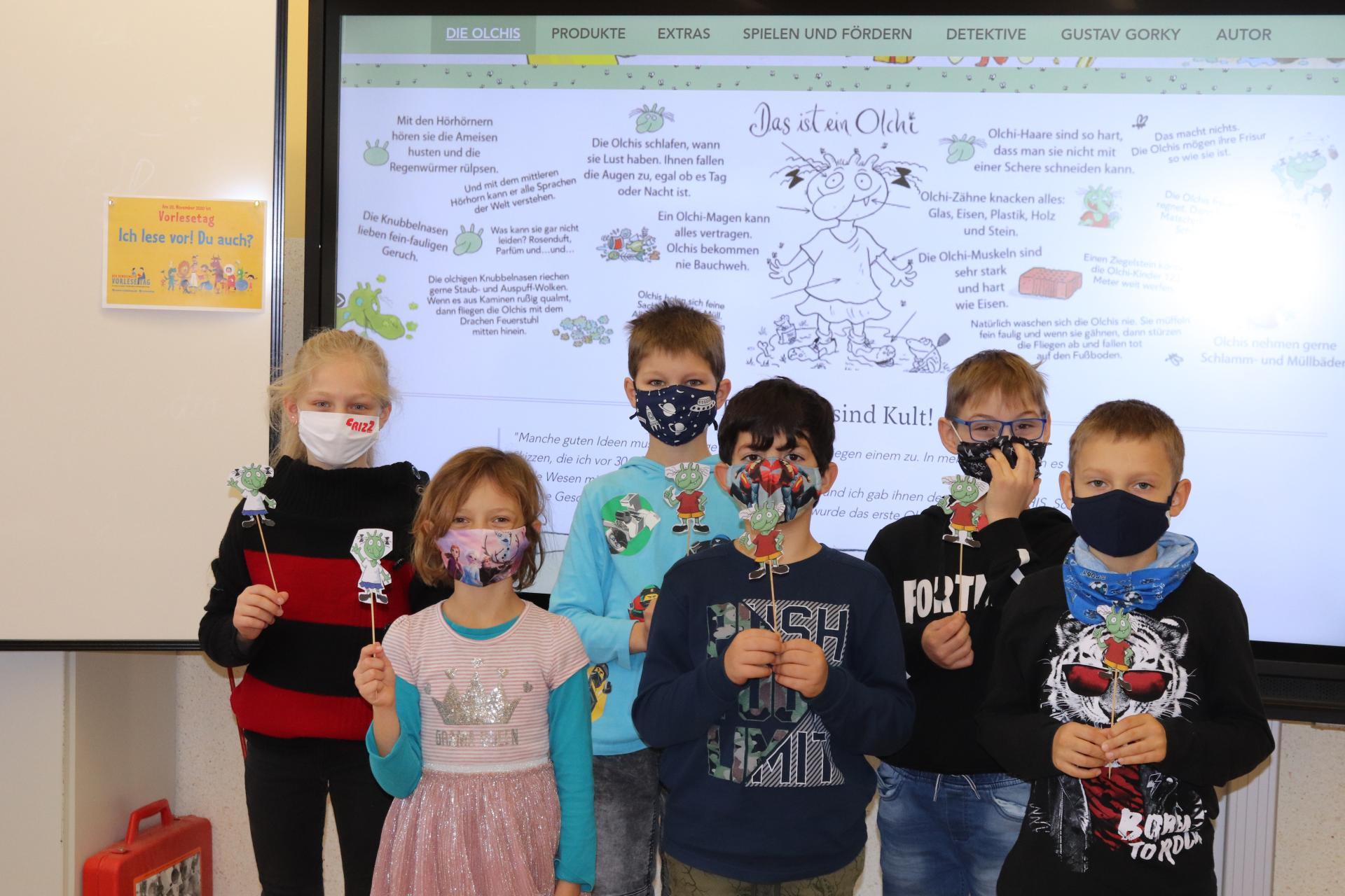 SchülerInnen der Sprachklasse 2c mit dem Olchi-Vorleseprojekt