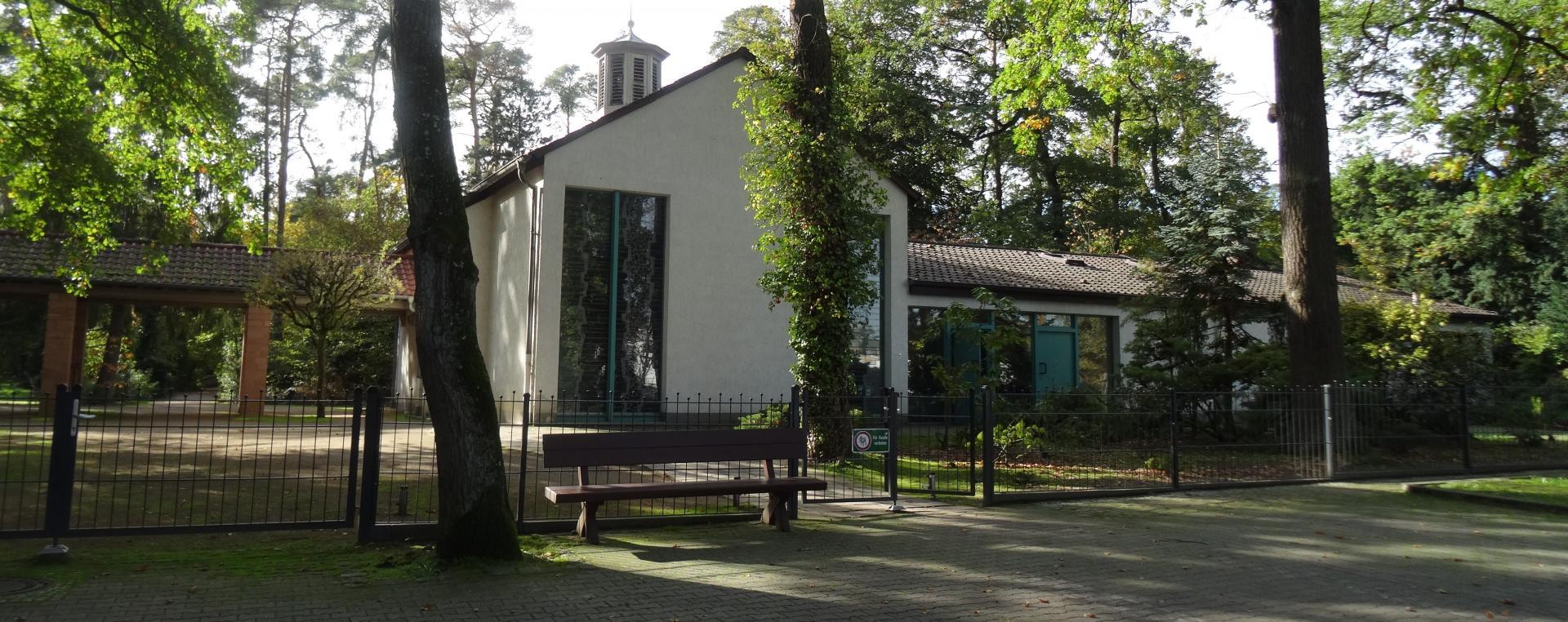 Header-Bild: Eingangsbereich Friedhof Nauheim
