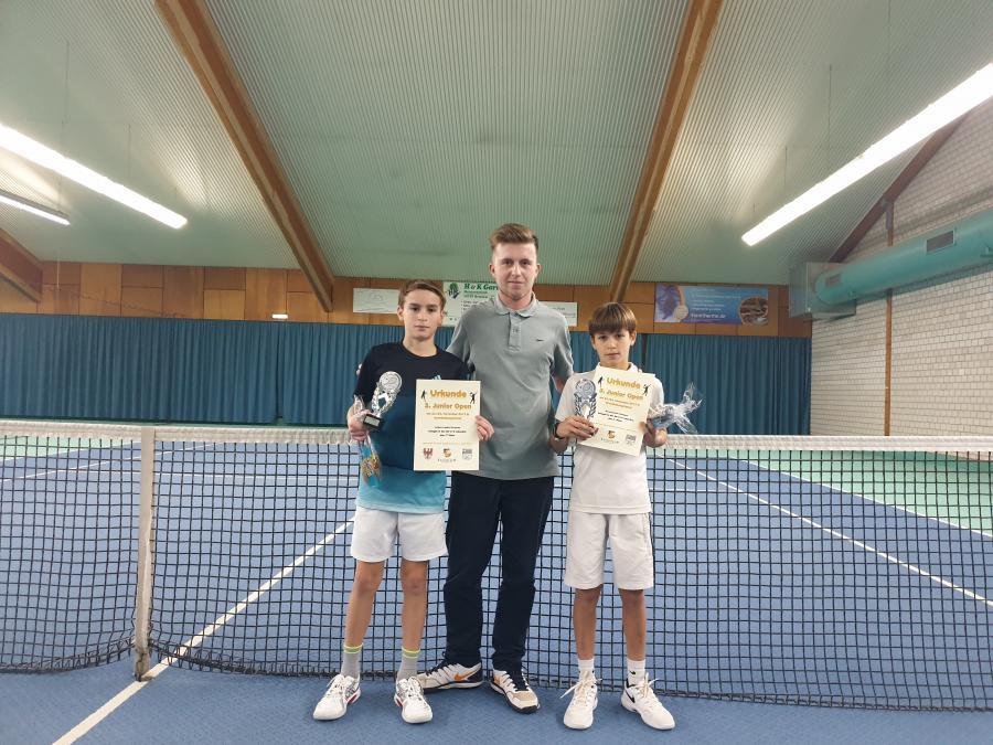 U12 Finalisten mit Turnierleiter Martin