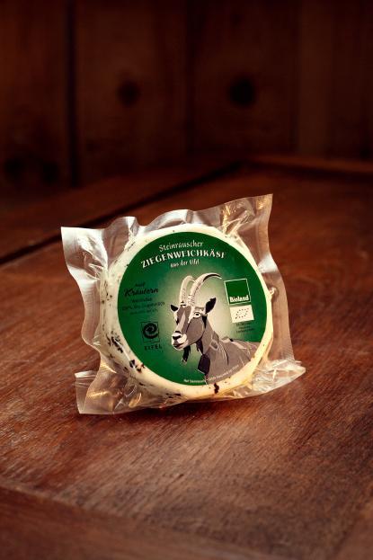 Käse Brie mit Kräutern