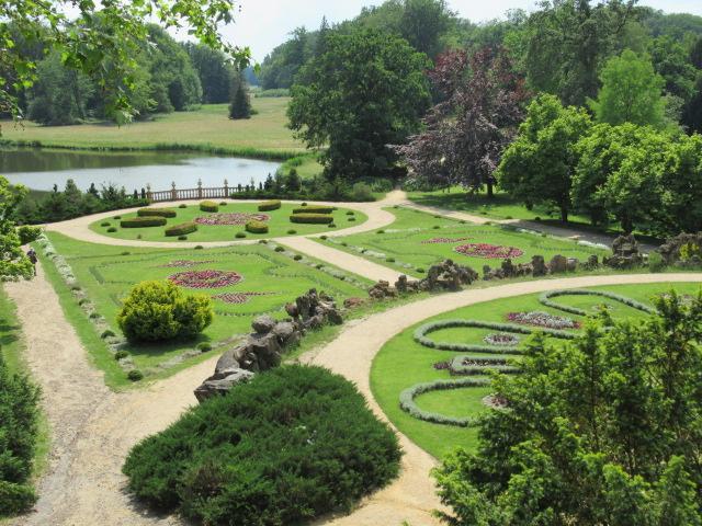 Der Blick über die Teppichbeete in den Landschaftspark. Foto: Ulrich Jarke