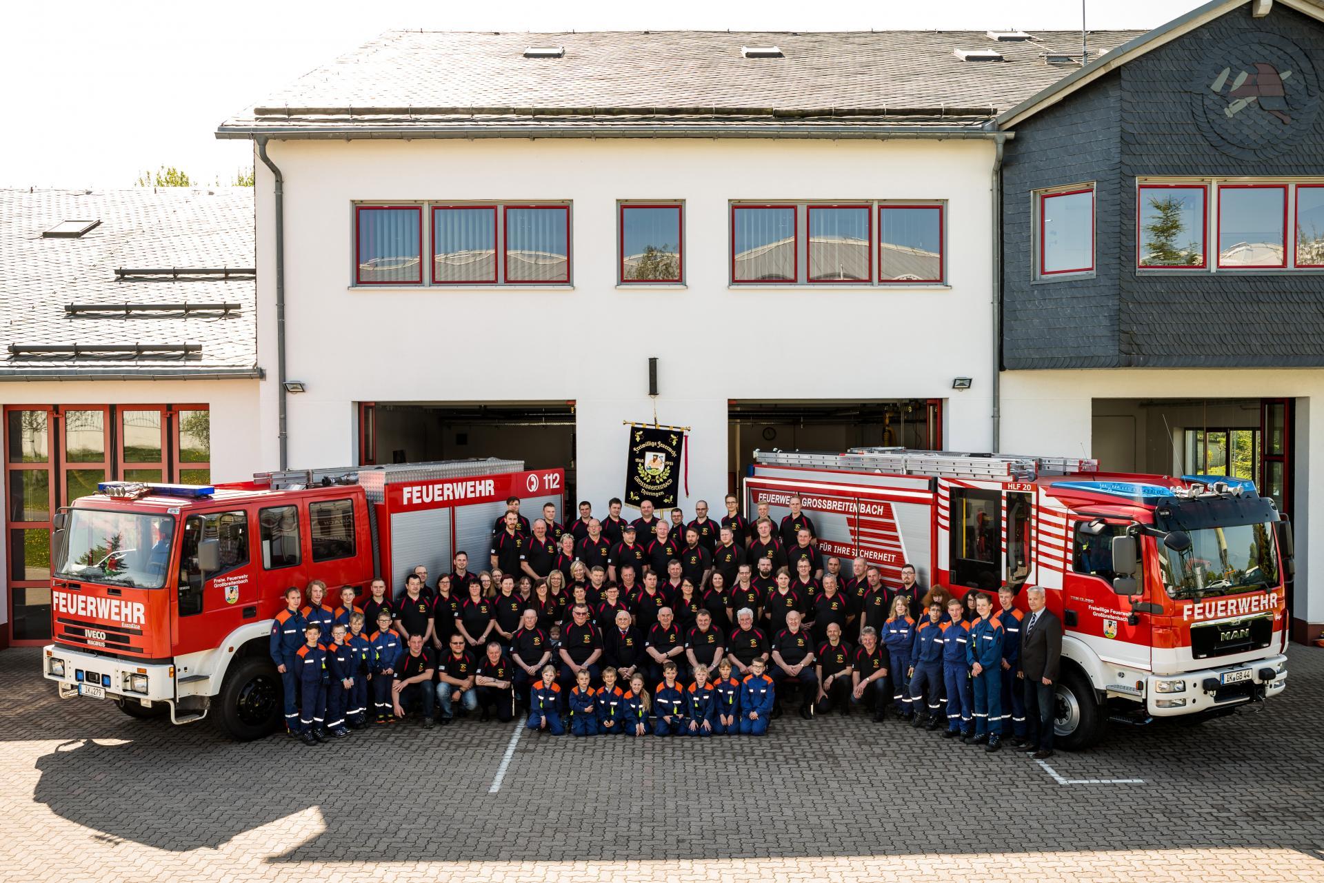 Feuerwehr Großbreitenbach mit Jugendfeuerwehr